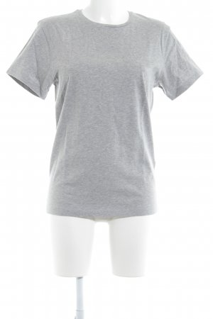Camisa larga gris look casual