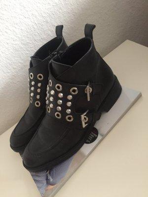 Look like Balenciaga Boots mit Nieten