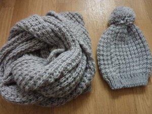 Loop Schal Grobstrickschal grau mit Mütze