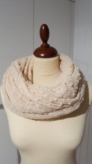 Loop-Schal mit schöner Struktur