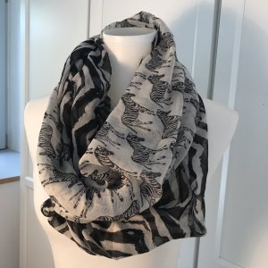Snood black-white