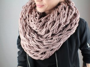 Loop XXL, mauve, Armknitting, Strickschal