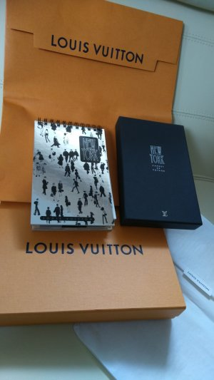 Louis Vuitton Pañuelo negro-color plata