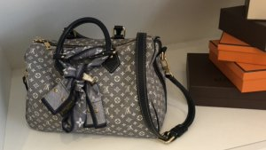 Louis Vuitton Handbag blue-silver-colored leather