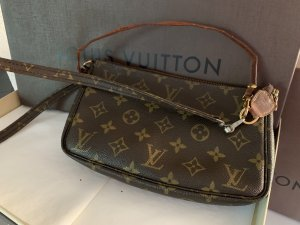 Louis Vuitton grosse Monogram Canvas Pochette Accessoires Clutch