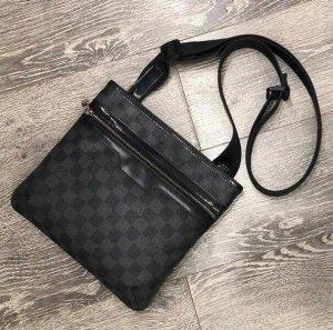Louis Vuitton Handtas zwart-antraciet Leer