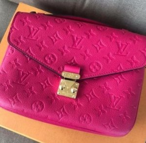 Louis Vuitton Metis Fuchsia
