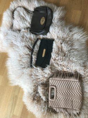 Louis Vuitton Bolso tipo pochette gris claro