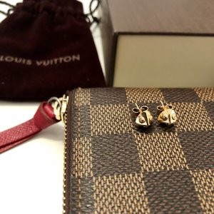 { Louis Vuitton Ohrringe *Trunk Studs* in gold }