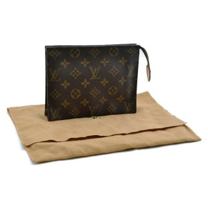 Louis Vuitton Poche Toilette 19
