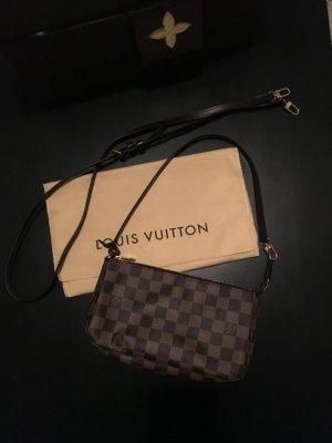 Louis Vuitton Pochette Damier