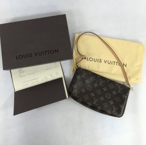 Louis Vuitton Pochette Monogram