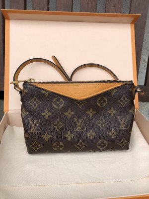 Louis Vuitton Pochette Pallas Clutch