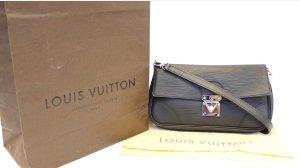 Louis Vuitton – Pochette Segur Epi noir ab 26.06.19 in Urlaub