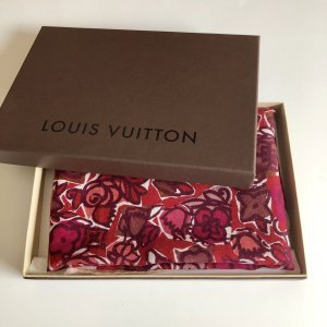 {{ Louis Vuitton Schal }}