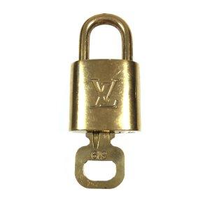 Louis Vuitton Llavero color oro-color bronce metal