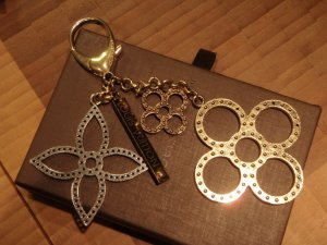 Louis Vuitton Porte-clés argenté-doré métal