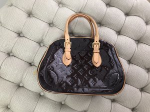 Louis Vuitton Bolso barrel burdeos Cuero