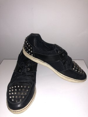 Low top Nieten Sneaker