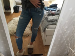 Low waist skinny jeans mit Löchern