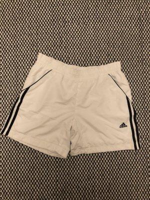 Luftige Adidas Shorts