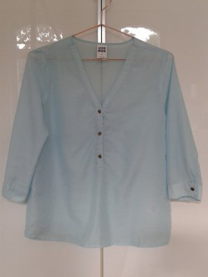 Luftige Bluse in hellblau