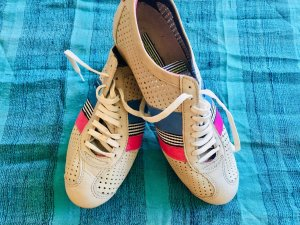 Luftige Ledersneakers