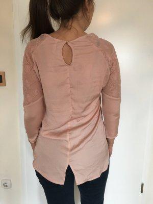 Luftige seidige Bluse von Bershka mit Spitzendetail am Arm in apricot nude Gr. M (eher XS/S !) NEU