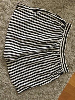Luftige Short in schwarz weiß