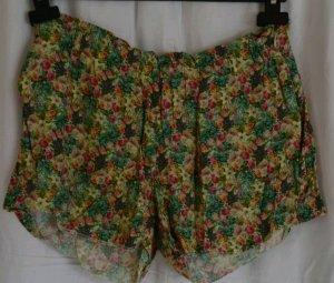 Luftige Shorts mit Blumenmuster