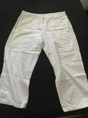 Luftige weiße Sommerhose