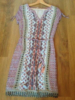Luftiges Boho-Sommerkleid mit tollen Details