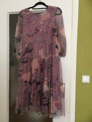 Luftiges gemustertes Sommerkleid mit Schlaufe hinten zum Binden