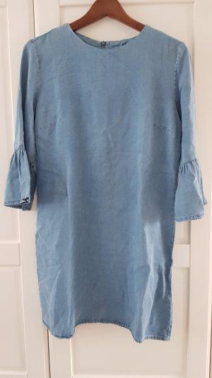 luftiges Kleid in Jeansoptik von Zara