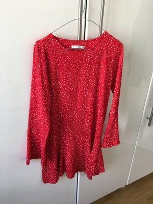 Luftiges Kleidchen mit langen Ärmeln
