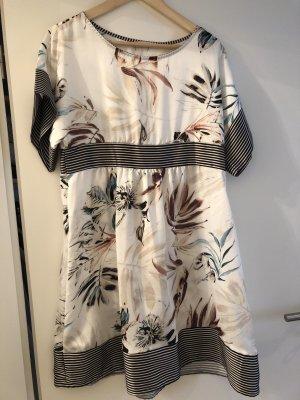 Luftiges kurzes Kleid