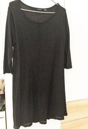 Luftiges Pullover-Kleid schwarz mit Schimmer-Effekten