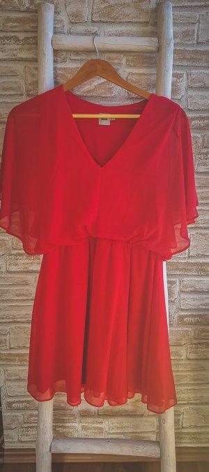 Luftiges rotes Kleid