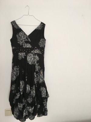 Luftiges schwarzes Abendkleid mit Muster mit V-Ausschnitt von Noa Noa Soirée