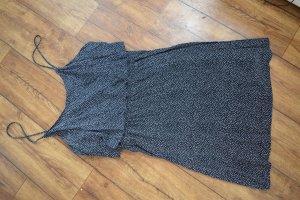 H&M Divided Vestido estilo flounce negro-blanco