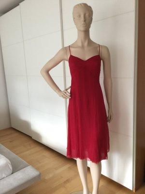 Luftiges Sommerkleid in der Modefarbe Pink