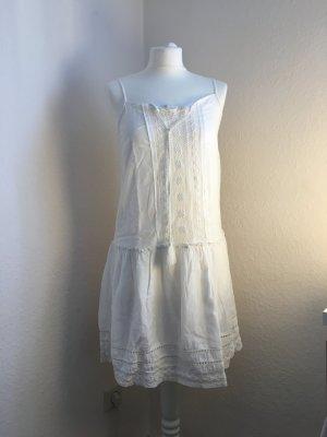 Luftiges Sommerkleid in weiß