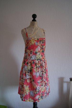 Luftiges Sommerkleid mit Blumen, Größe 36