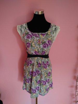 Luftiges Sommerkleid mit Blumenaufdruck und Spitze (K2)
