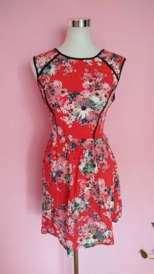 Luftiges Sommerkleid mit Blumenprint (K1)