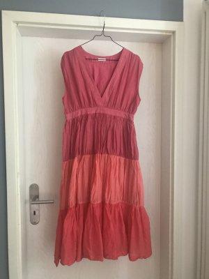 Luftiges Sommerkleid mit pinkem Farbverlauf