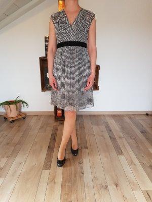 Luftiges Sommerkleid mit Punkten