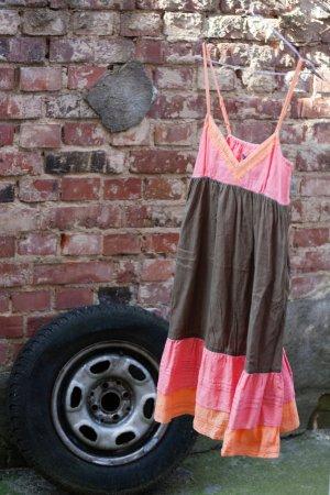Luftiges Träger-Sommer-Kleid