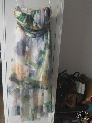 Luftiges Trägerloses Kleid im Vokuhilastil