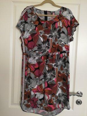 luftiges Tunika- Kleid von Kenny S